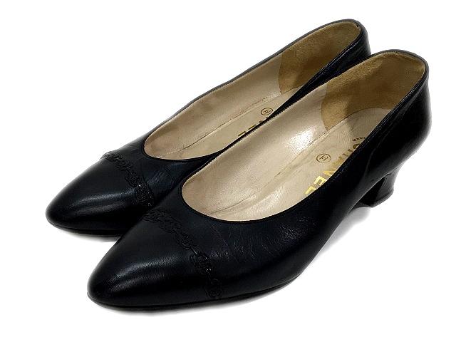 7c12e6f5128b シャネル CHANEL パンプス レザー ローヒール アーモンドトゥ 黒 ブラック サイズ 37 ロゴ 靴 くつ シューズ IBS レディース