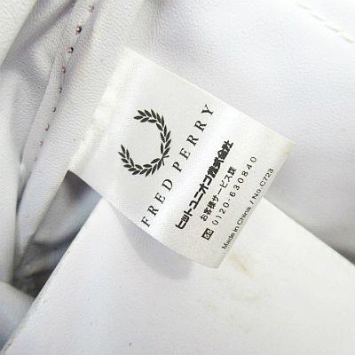フレッドペリー FRED PERRY ロゴ プリント エナメル ミニボストンバッグ かばん 青 ブルー メンズ レディース