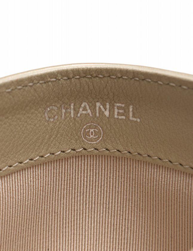 シャネル CHANEL カードケース パスケース ココマーク マトラッセ シルバーベージュ シルバー 小物 エナメル レザー A31510 箱 ギャラ付き レディース