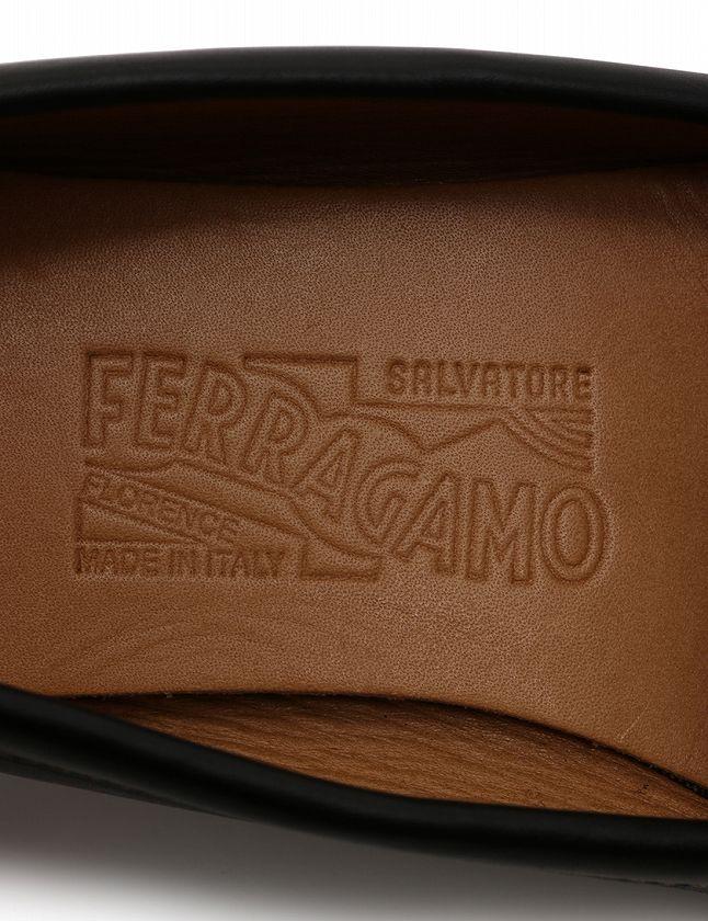 サルヴァトーレフェラガモ Salvatore Ferragamo ドライビングシューズ スリッポン ローファー ヴァラ 黒 ブラック 23cm シューズ 6D レザー 箱付き レディース